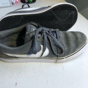 Shoes - Used skateboard shoes
